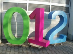 1,90 m farbige Styroporbuchstaben mit Hartbeschichtung