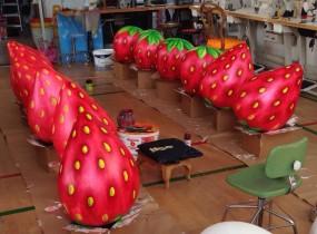 Erdbeeren- Riesenfiguren -Unikate- speziell für Sie angefertigte Figuren