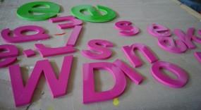 PVC-Hartschaumbuchstaben (lackiert) Materialstärke 5 mm