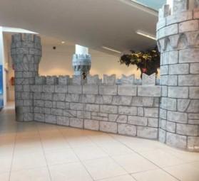 Spielburg/ Burgmauer als Kinderparadies / Spiellandschaft
