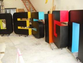 Mehrfarbige 3D-Buchstaben
